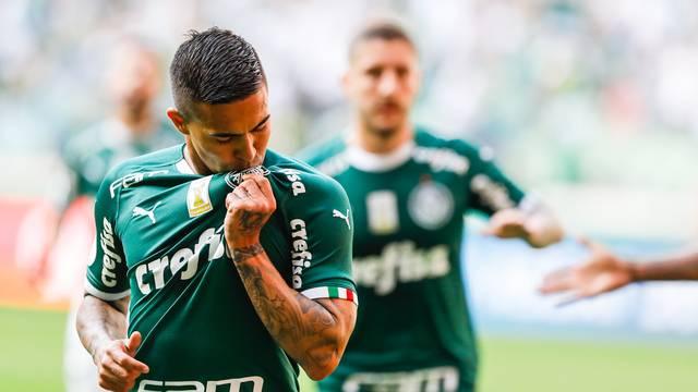 Dudu comemora gol do Palmeiras contra o Bahia