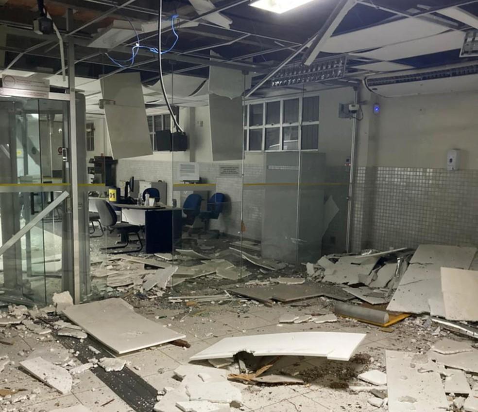 Grupo armado explode agência bancária em São Sebastião do Passé — Foto: Divulgação/Polícia Militar