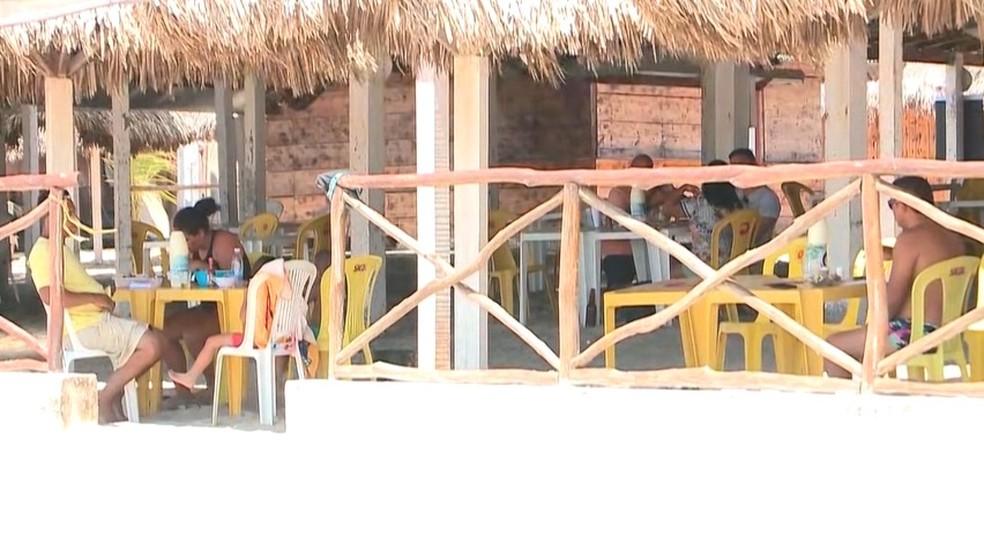 Barracas de praia em Luís Correia — Foto: Reprodução/TV Clube