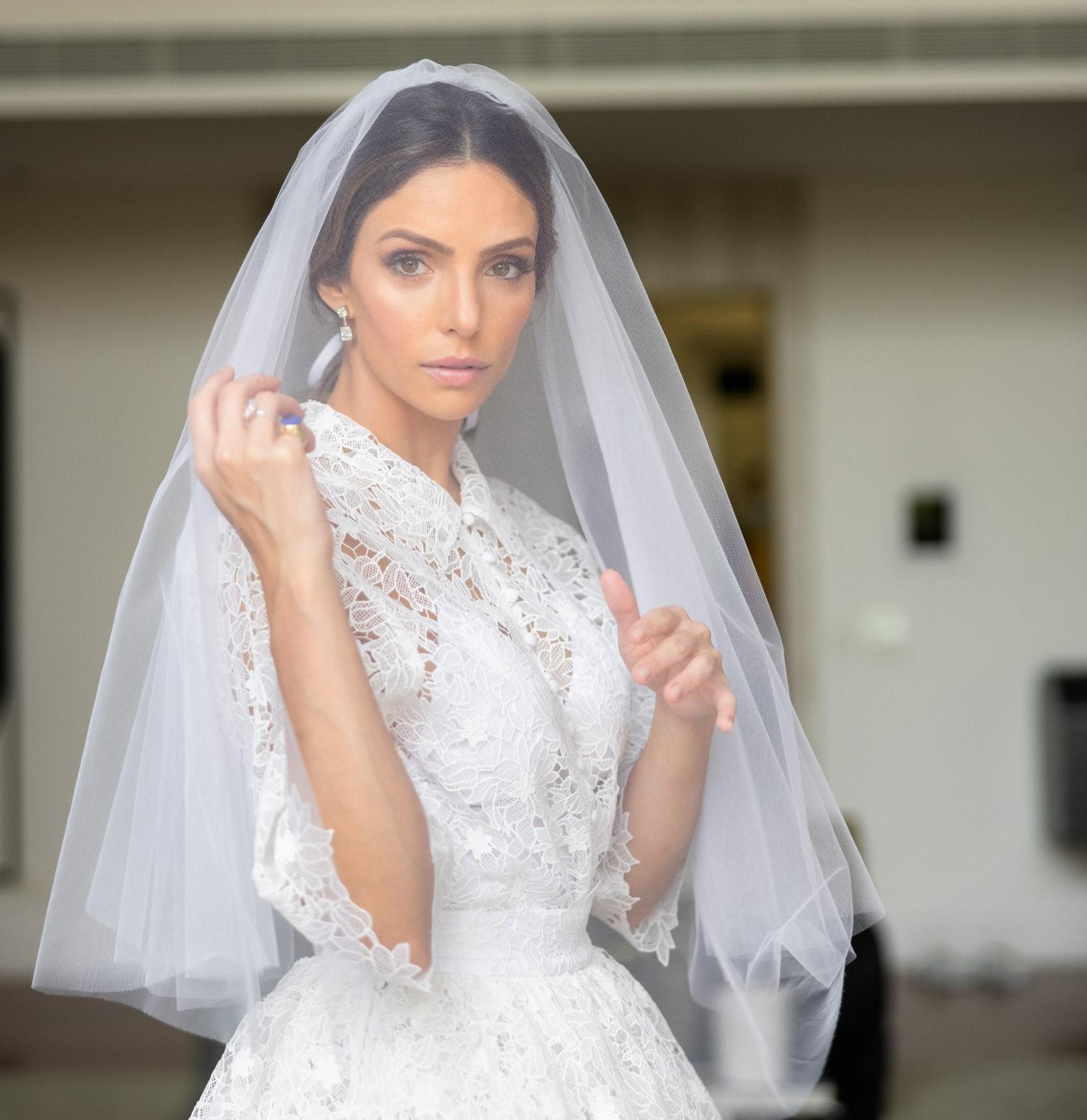 A influenciadora digital Cá Celico produzida para o casamento  (Foto: Torin Zanette)
