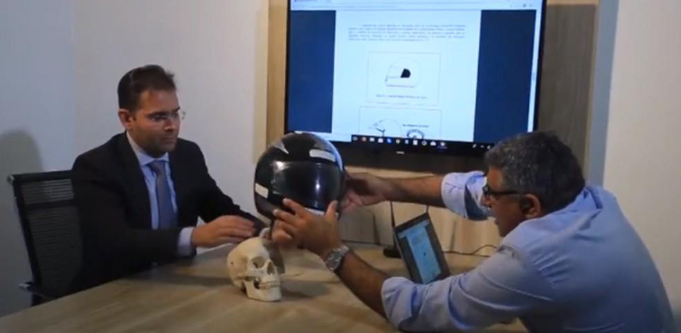 Dispositivo mantém conexão entre o capacete e a motocicleta. (Foto: Reprodução/TV Clube)