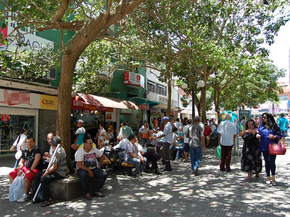 Queda aconteceu na praça conhecida como 'Calçadão da Cardoso Vieira' no Centro de Campina Grande — Foto: Diogo Almeida/G1/Arquivo