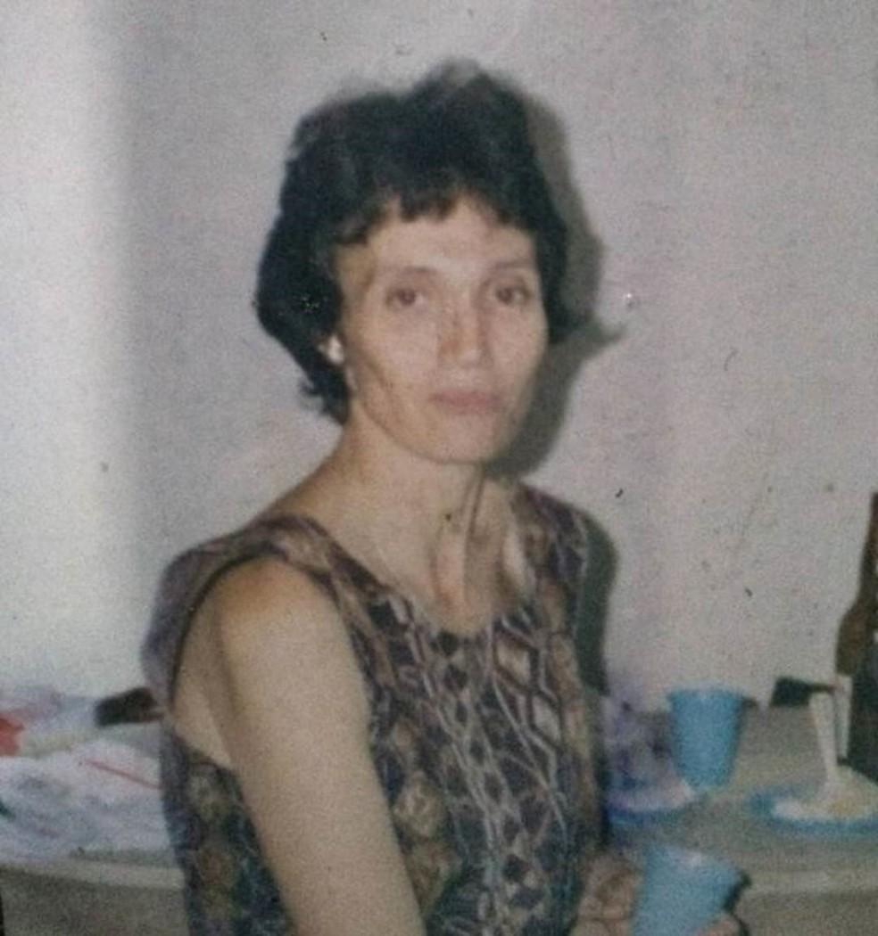 O Alzheimer se manifestou de modo precoce em Sueli e avançou rapidamente. Na foto, ela aparece em 1996 — Foto: Arquivo Pessoal