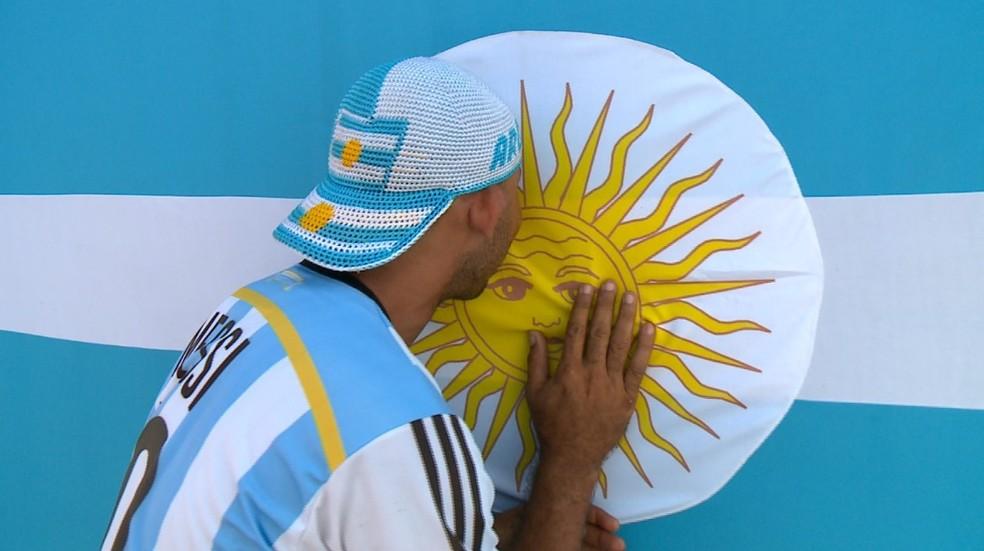 Raimundo Júnior resolveu mudar de torcida após derrota da seleção brasileira na última Copa (Foto: Reprodução/TV Clube)
