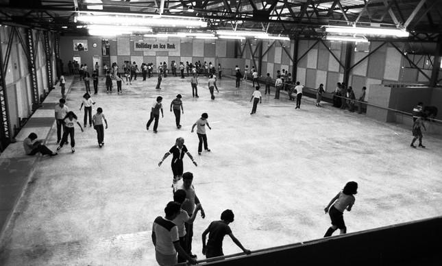 Pista de patinação no gelo do Tivoli Park, em novembro de 1980