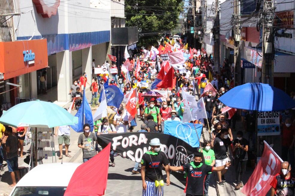 Manifestação em Teresina pede impeachment de Bolsonaro, mais vacinas e auxílio de R$ 600 — Foto: Naftaly Nascimento / G1 PI