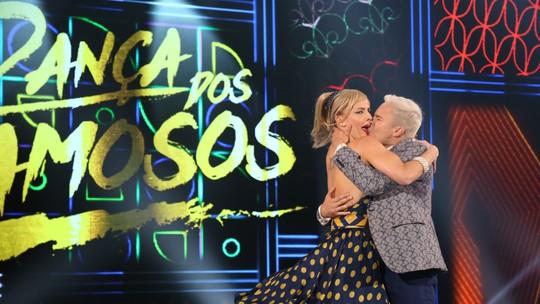 Rainer Cadete dá beijão em Ju Valcézia e mostra cueca ao som de rock no 'Dança dos Famosos'