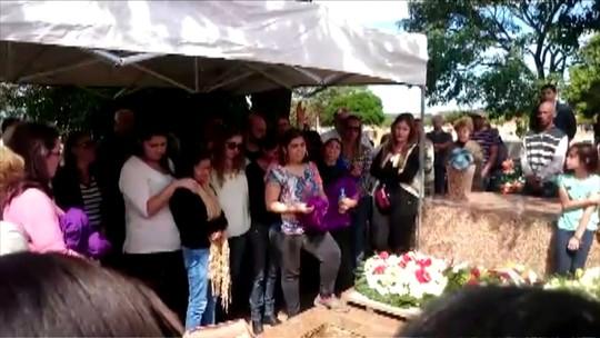 Comoção marca enterro de Magnani: 'Legado de bondade', diz irmão