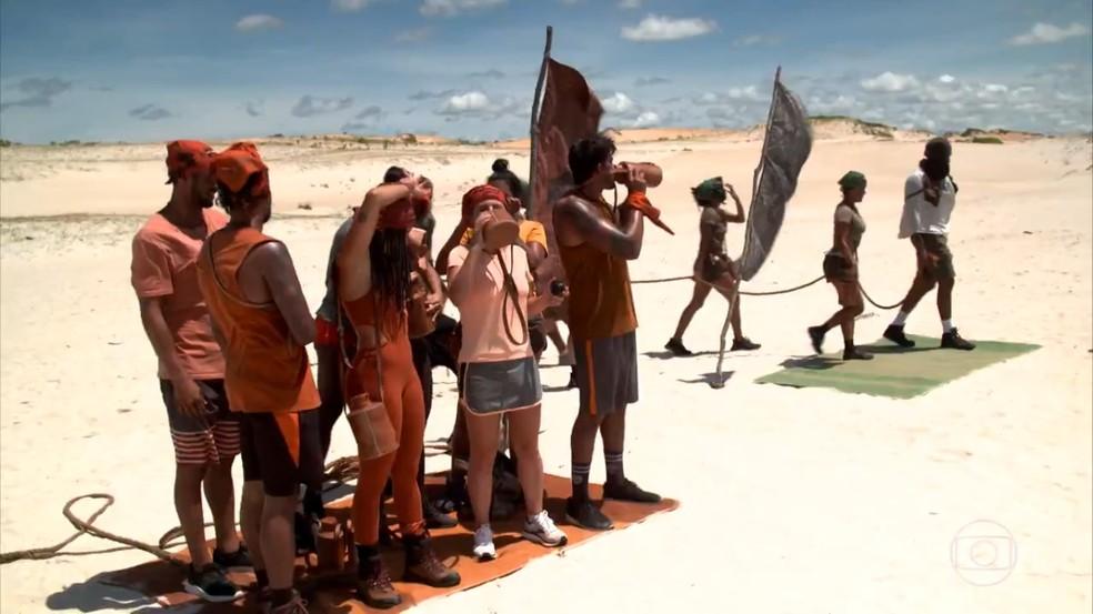 Competidores do 'No Limite' divididos em duas tribos: Carcará e Calango — Foto: Reprodução/Globo