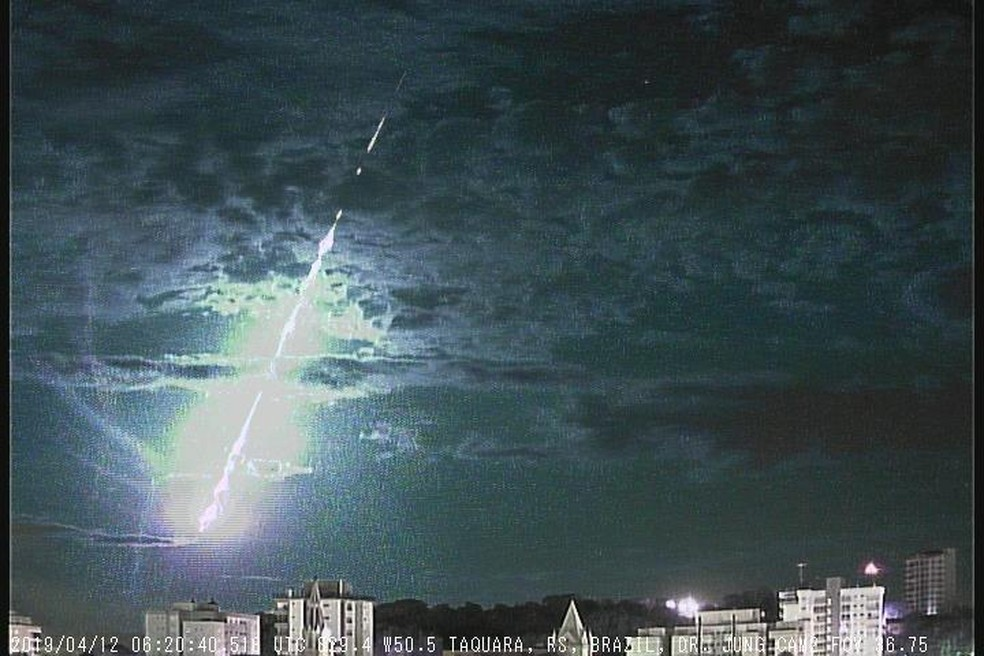 Câmera, instalada em Taquara, registrou queda de meteoro na madrugada de sexta-feira (12) — Foto: Carlos Fernando Jung/arquivo pessoal