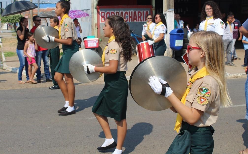 Grupo de escoteiros participa de desfile cívico durante comemorações ao 7 de setembro em Ji-Paraná. (Foto: Gedeon Miranda/G1)