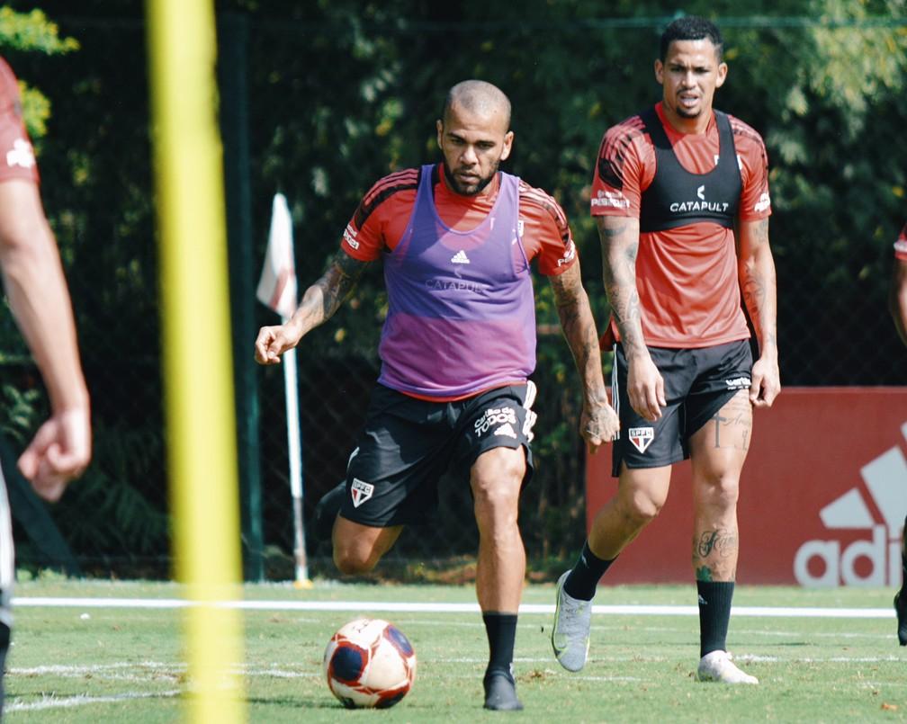 Daniel Alves e Luciano treinam no CT do São Paulo — Foto: Fellipe Lucena / saopaulofc