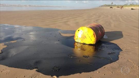 Ministro diz que vai obedecer Justiça, mas que barreira em Sergipe pode não conter avanço da mancha de óleo