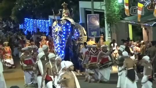 Elefante atropela multidão durante procissão no Sri Lanka