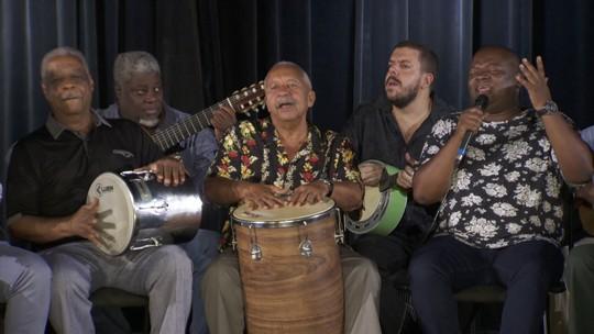 """""""Coisinha do Pai"""" é cantada por amigos em homenagem a Beth Carvalho"""