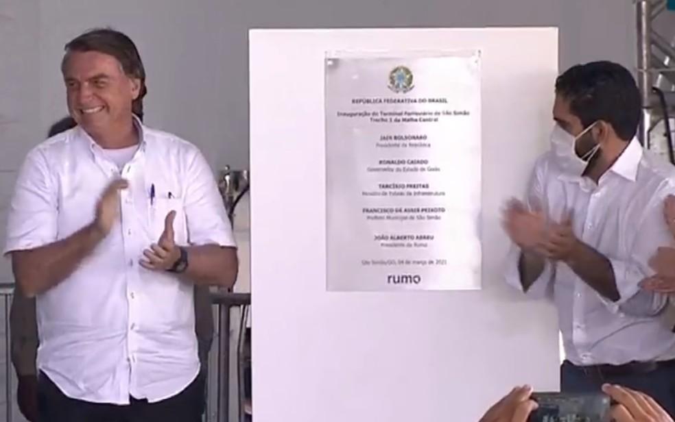 Presidente Jair Bolsonaro (sem partido) em inauguração de trecho da Ferrovia Norte-Sul em São Simão, Goiás — Foto: Reprodução/TBC