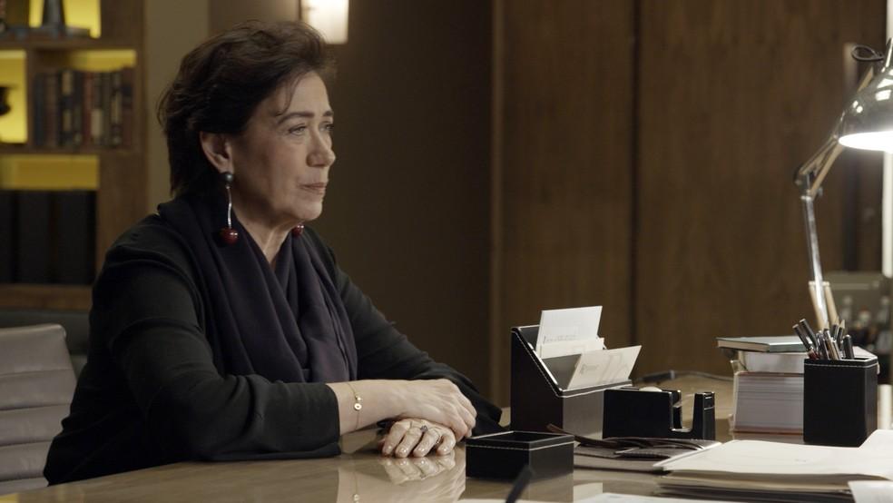 Silvana questiona Eugênio sobre a sua relação com Irene  (Foto: TV Globo)