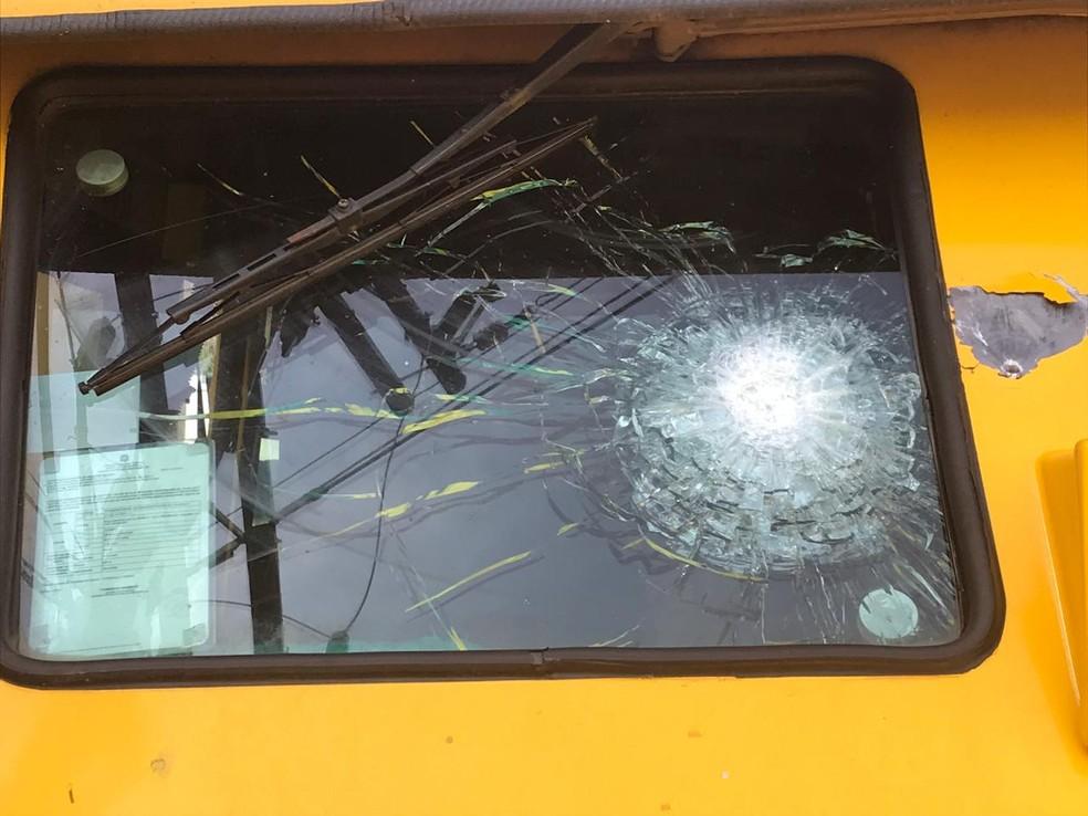 Carro-forte foi alvo de tiros em tentativa de assalto no Oeste de SC — Foto: Jana Guedes/Caçador de Notícias