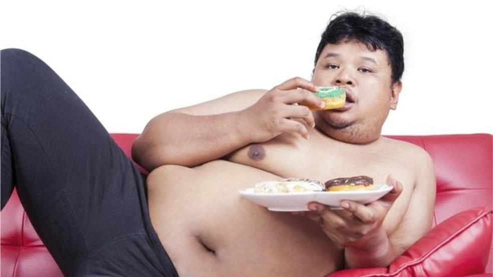 A 'força de vontade' pode não ter qualquer relação com a obesidade, como indicam evidências científicas — Foto: Getty Images/BBC