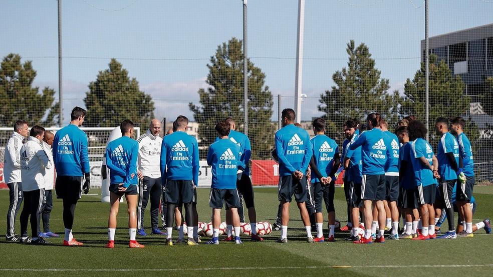 Zidane em treino do Real Madrid — Foto: Reprodução/Twitter