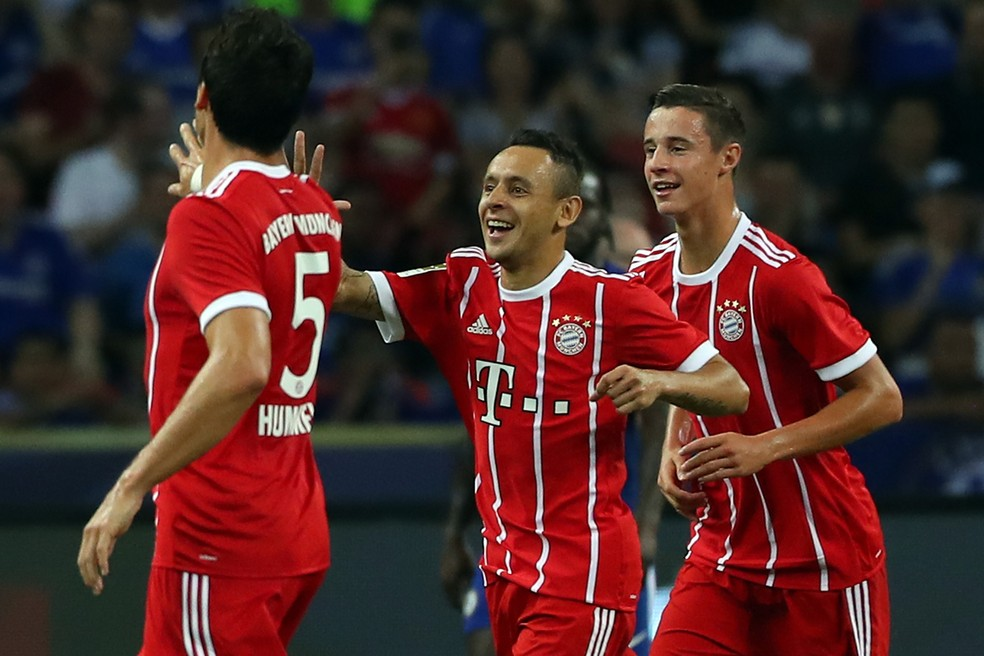 Rafinha (centro) participou da maioria dos jogos do Bayern de Munique nesta temporada (Foto: Stanley Chou / Getty Images)