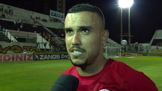 William Pottker festeja goleada do Internacional sobre o ABC