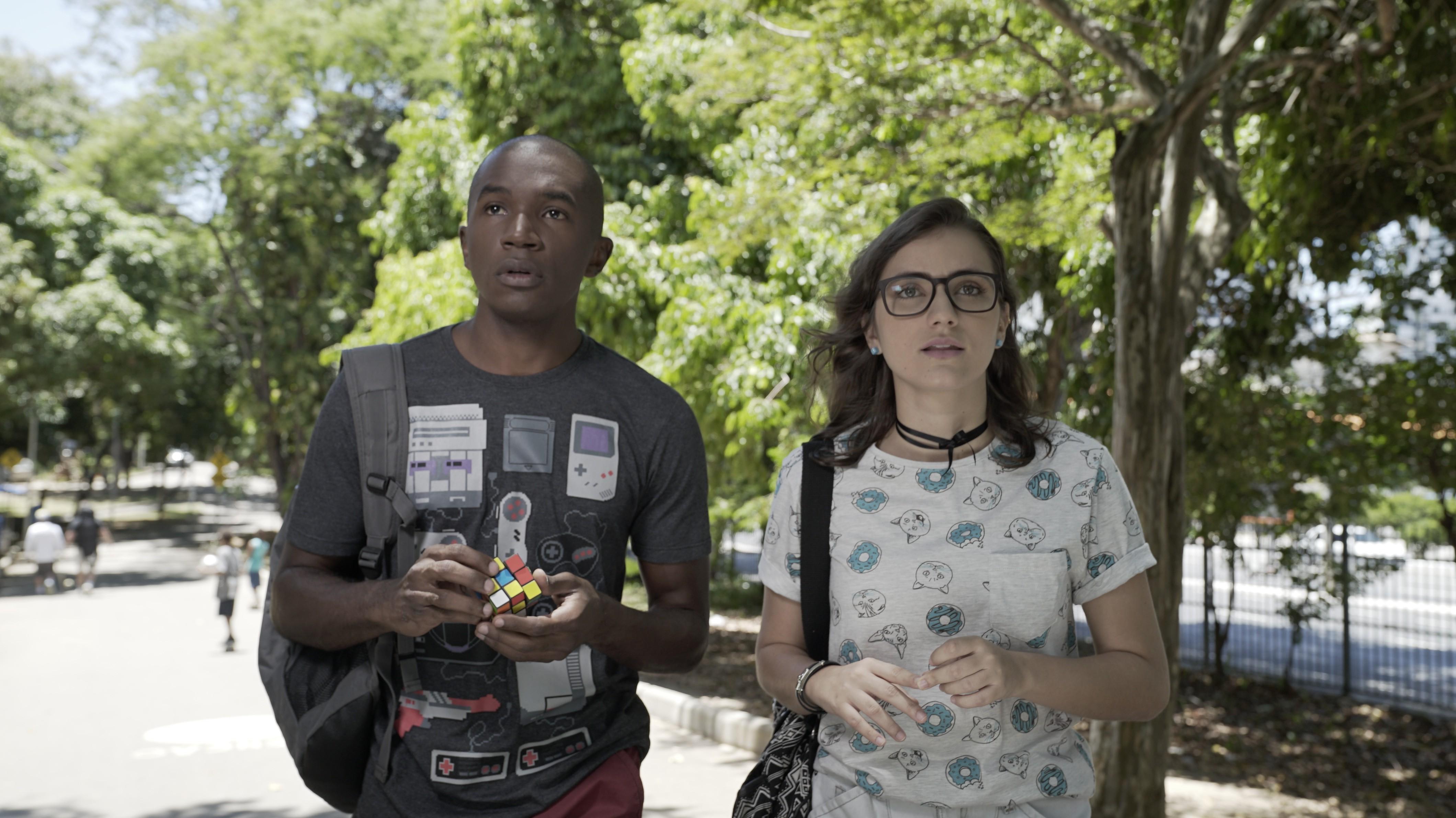 Programação online reúne seriado 'Hunt', 'O Samba Mora Aqui' e o musical 'Sonho de Uma Noite de Verão na Bahia'; confira