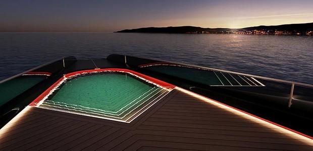 Uma pequena piscina oferece vista para o mar aberto (Foto: Technicon/ Reprodução)