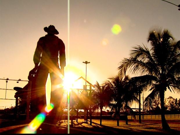 Parque do Peão recebe os últimos ajustes antes do início do rodeio em Barretos (Foto: Chico Escolano/EPTV)