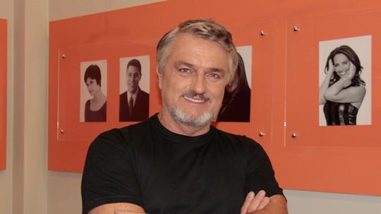 Werner Schünemann comenta personagem em 'Haja Coração': 'É absurdamente misterioso'