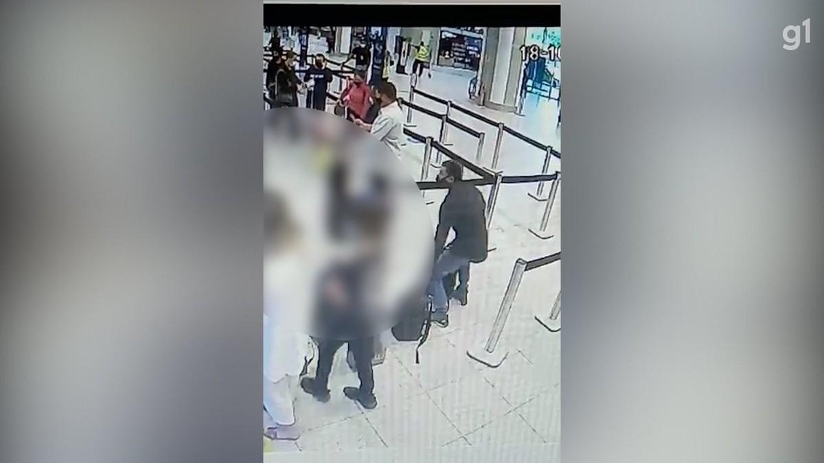 Vídeo mostra médico sendo furtado na área de embarque do aeroporto Santos Dumont no Rio