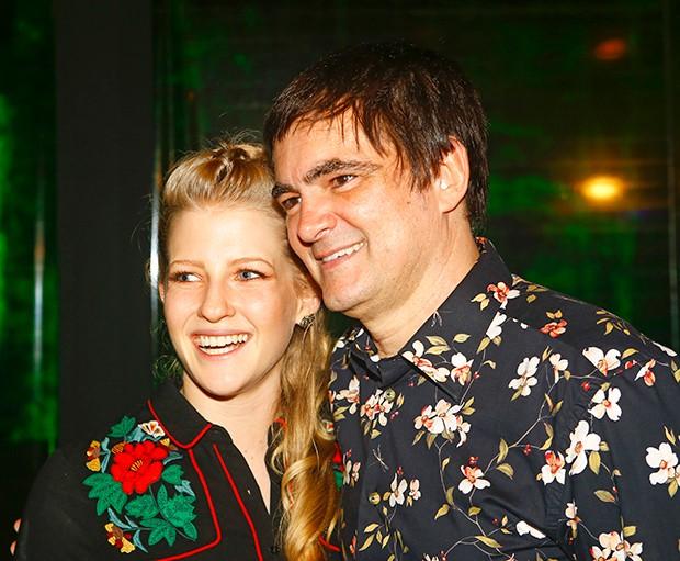 Laura Sarkovas e Samuel Rosa (Foto: Marcelo Navarro/ Divulgação)