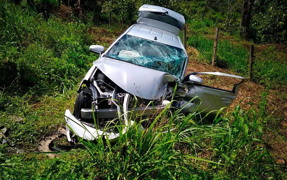 Carro de passeio envolvido em acidente com ambulância (Foto: Gustavo Costa/Giro Ipiaú)