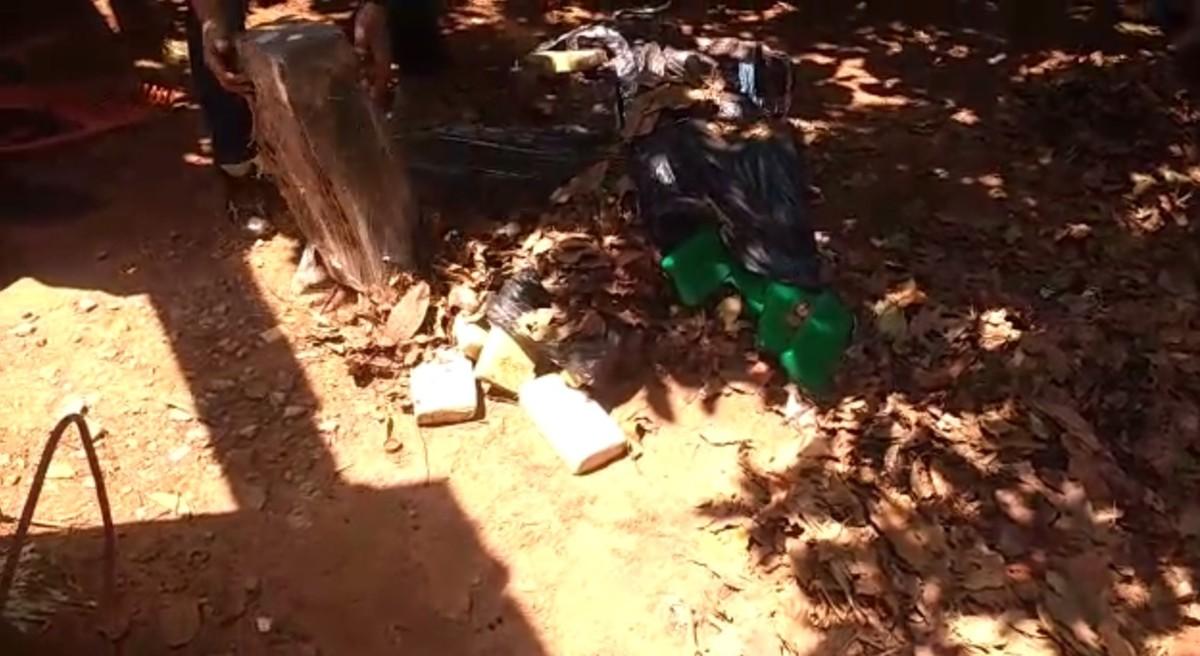 Casal é preso com 120 kg de maconha enterrados em quintal de residência em MT