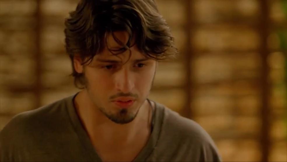 Rafael (Daniel Rocha) fala poucas e boas para Sofia (Priscila Steinman) — Foto: TV Globo