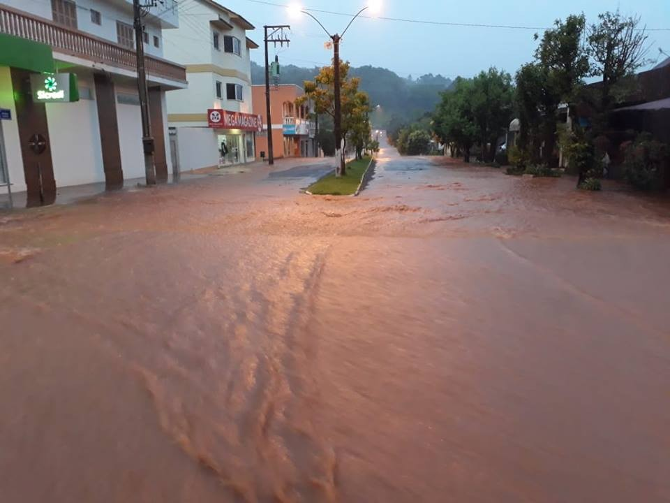 Chuva danifica pelo menos 90 residências e tira 240 pessoas de casa no RS, diz Defesa Civil - Radio Evangelho Gospel