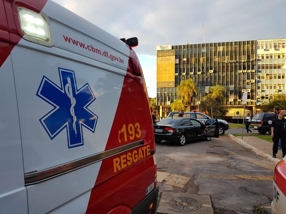 Ambulância dos bombeiros no Setor Hoteleiro Sul (Foto: Divulgação/Corpo de Bombeiros Militar do DF)