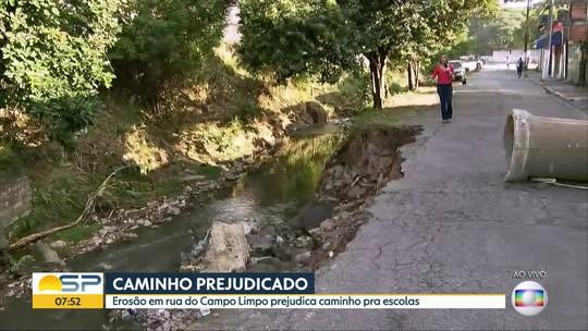 Erosão prejudica caminho para escolas no Campo Limpo
