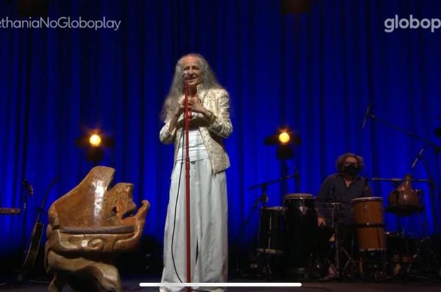 Maria Bethania durante a live no Globoplay (Foto: Reprodução)
