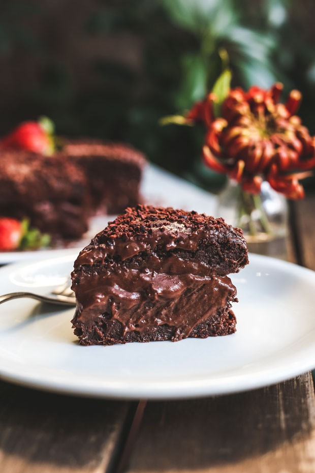 Receita vegana de bolo mousse de chocolate (Foto: Simplesmente/ divulgação)