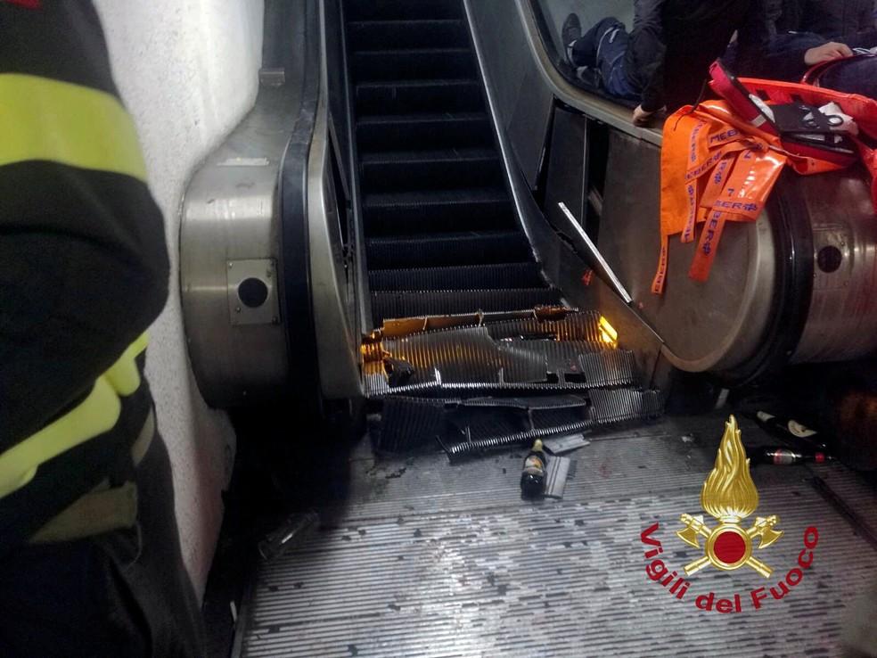 Foto divulgada pelos bombeiros de Roma mostra escala rolante de estação de metrô danificada após pane — Foto: Vigili del Fuoco /Handout/via Reuters