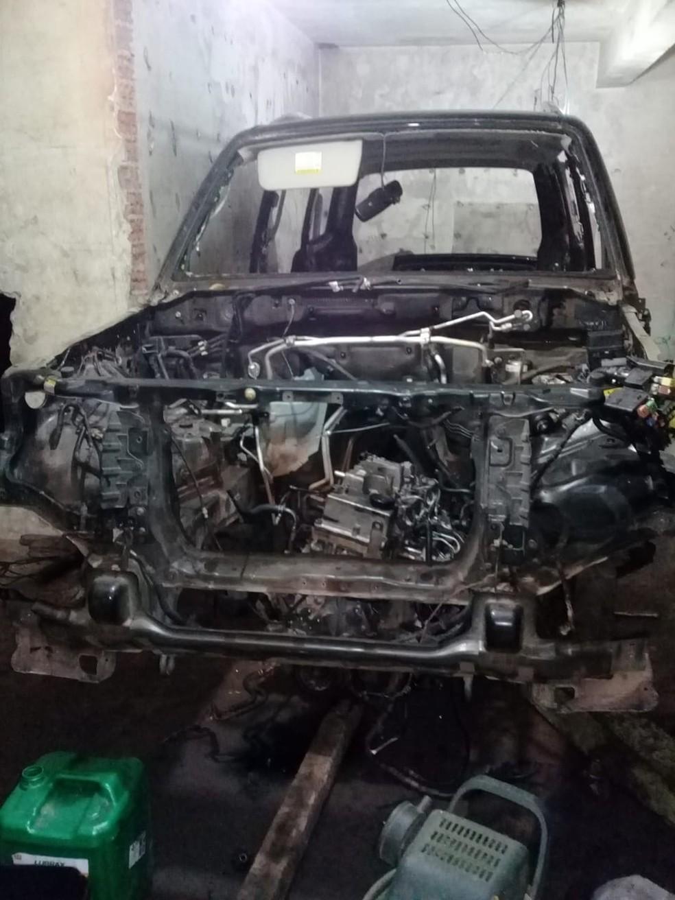 Desmanche de veículos é encontrado dentro de propriedade em Gaspar — Foto: Polícia Civil/Divulgação