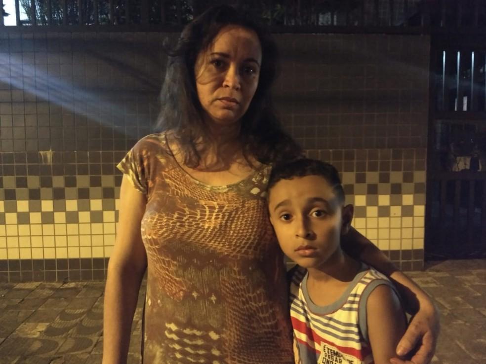 Mãe desabafa após filho escapar de acidente em elevador de prédio de Santos, SP — Foto: Juliana Steil/G1