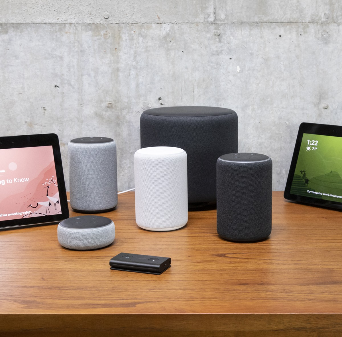 "SEATTLE, WA - SEPTEMBER 20: An assortment of newly launched devices, including, an ""Echo Input,"" ""Echo Show, ""Echo Plus,"" ""Echo Sub,"" ""Echo Auto"" and ""Firetv Recast"" are pictured at Amazon Headquarters, follownig a launch event, on September 20, 2018 in S (Foto: Getty Images)"