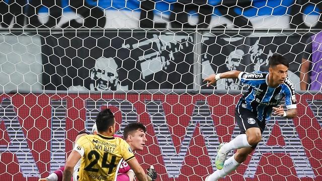 Ferreira marca o primeiro gol do Grêmio