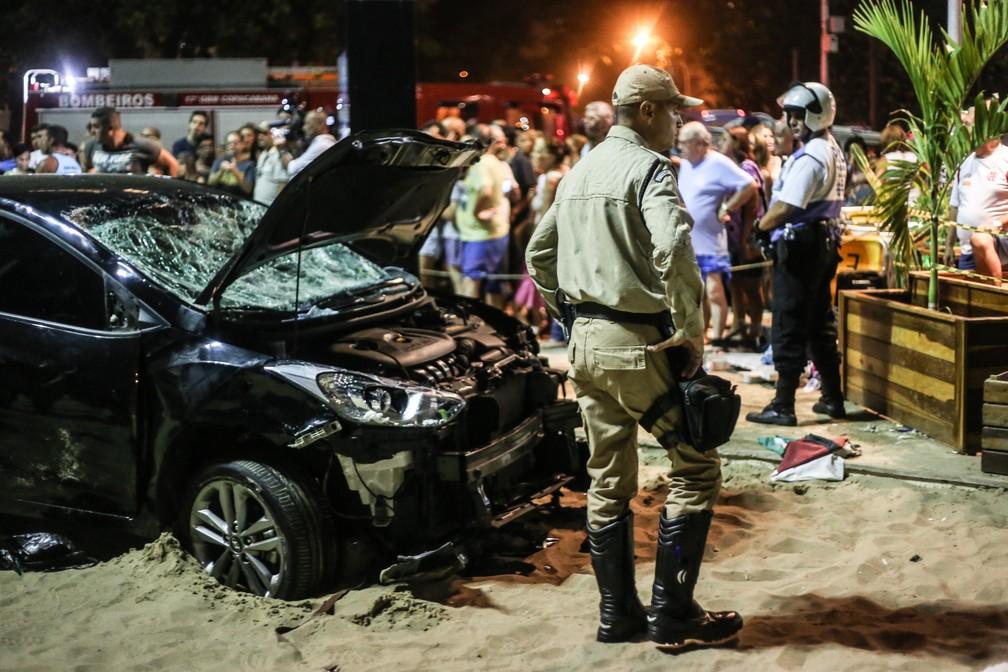 Motorista invadiu calçadão e atropelou pelo menos 15 pessoas na Praia de Copacabana, no Rio (Foto: Ian Cheibub/AGIF/Estadão Conteúdo)
