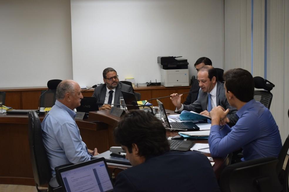 Felipão prestou depoimento na sede do tribunal, no Rio de Janeiro — Foto: Daniela Lameira/STJD