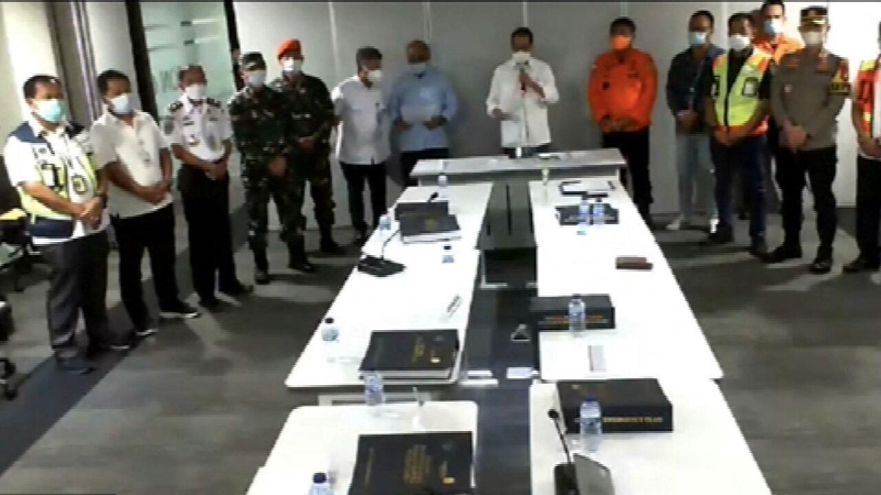 Marinha da Indonésia detecta local da queda de avião