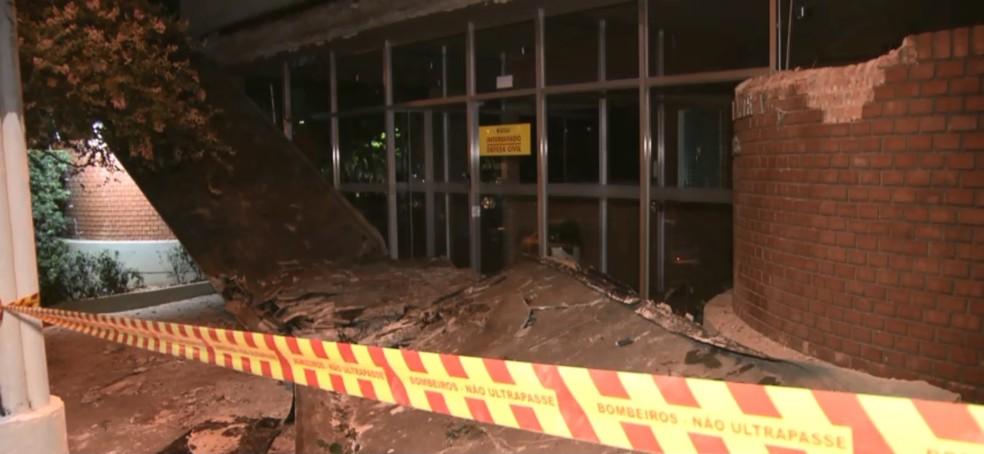 Queda de marquise de prédio residencial nos Jardins, em São Paulo, matou adolescente — Foto: TV Globo/Reprodução