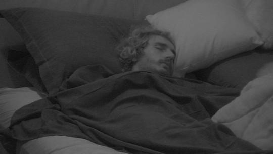 Depois de noite ao som de Sandy e Junior, todos os brothers dormem